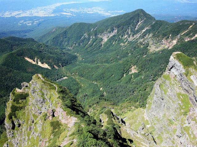 八ヶ岳・横岳(県界尾根)登山口コースガイド 奥ノ院山頂からの大同心・小同心【登山口ナビ】