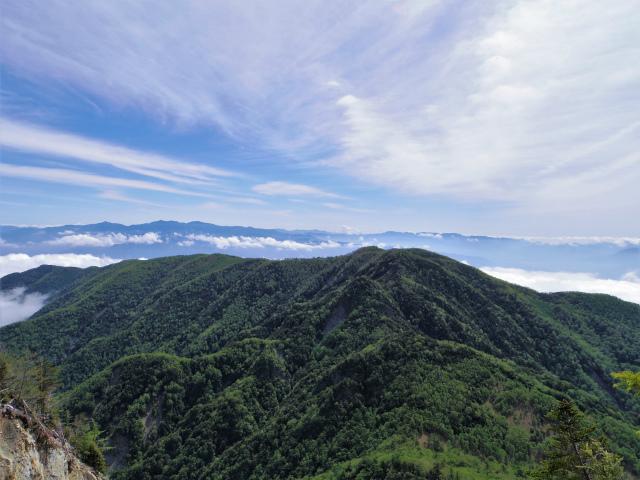 辻山(甘利山~千頭星山)登山口コースガイド 大崩落地上部からの千頭星山の眺望【登山口ナビ】