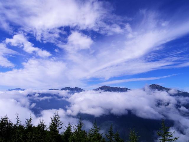 鳳凰三山(夜叉神峠~砂払岳)登山口コースガイド 辻山山頂からの白峰三山【登山口ナビ】