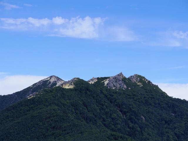 辻山(甘利山~千頭星山)登山口コースガイド 辻山山頂からの薬師岳・観音岳【登山口ナビ】