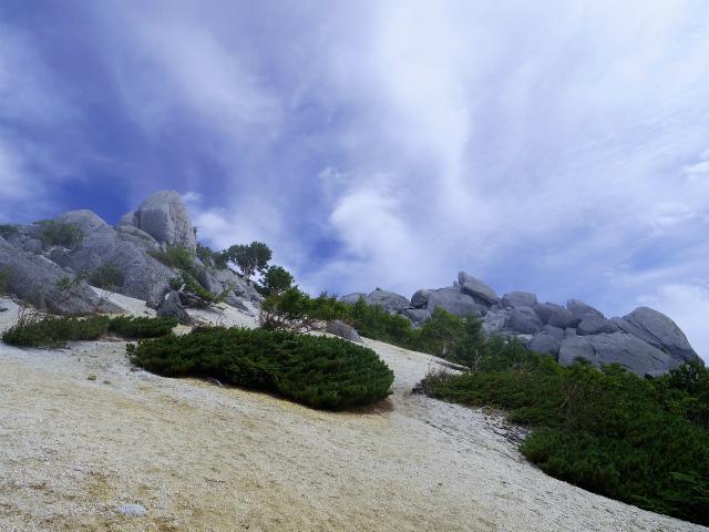 鳳凰三山(夜叉神峠~砂払岳)登山口コースガイド 薬師岳白砂のザレ道【登山口ナビ】