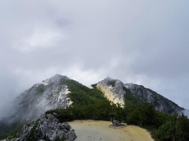 鳳凰三山(広河原~白鳳峠・高嶺)登山口コースガイド 観音岳稜線からの地蔵岳と赤抜沢ノ頭【登山口ナビ】