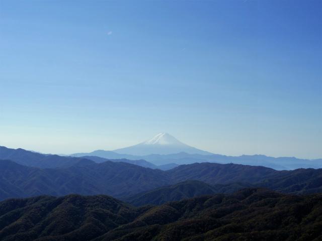 笠取山~唐松尾山~御殿岩 登山口コースガイド 笠取山山頂からの富士山【登山口ナビ】