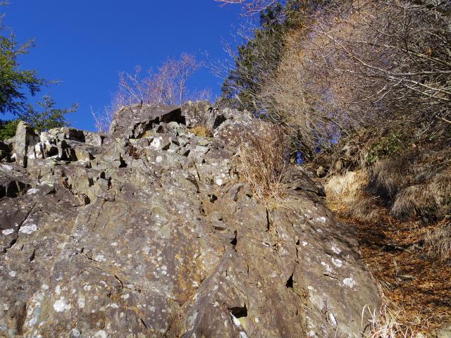 大菩薩嶺(富士見新道) 登山口コースガイド 露岩の鎖場【登山口ナビ】