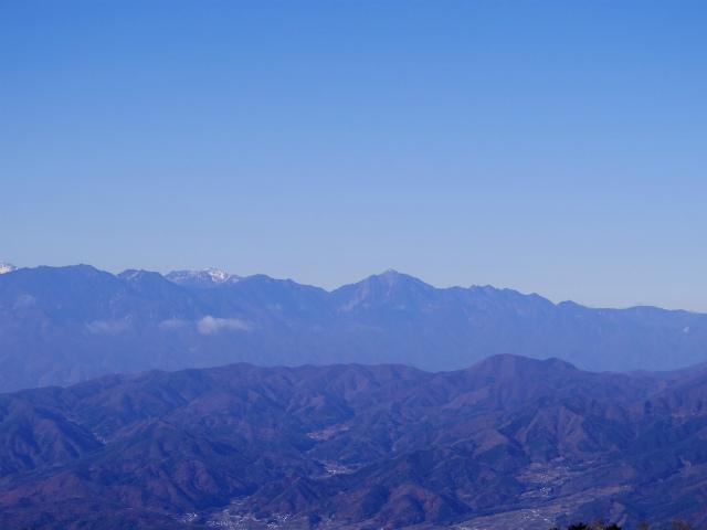 大菩薩嶺(富士見新道) 登山口コースガイド テラス上部から甲斐駒ヶ岳・仙丈ケ岳の眺望【登山口ナビ】