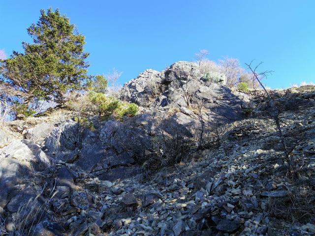 大菩薩嶺(富士見新道) 登山口コースガイド 稜線直下のガレ場【登山口ナビ】