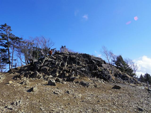 大菩薩嶺(大菩薩峠~唐松尾根周回コース)雷岩【登山口ナビ】