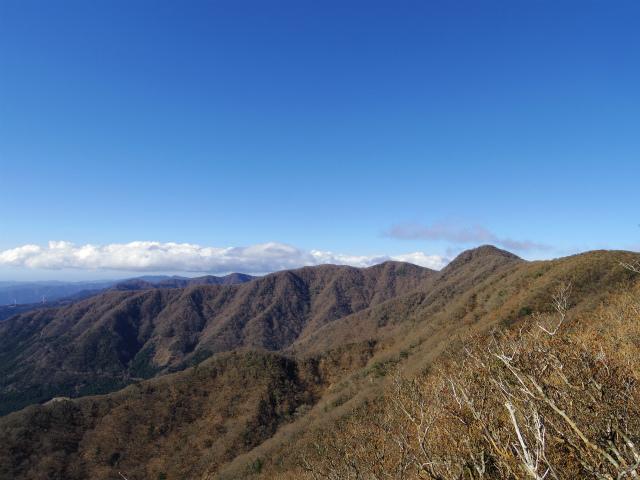 天城山(万二郎岳~万三郎岳周回)登山口コースガイド 万二郎岳山頂からの天城山脈【登山口ナビ】
