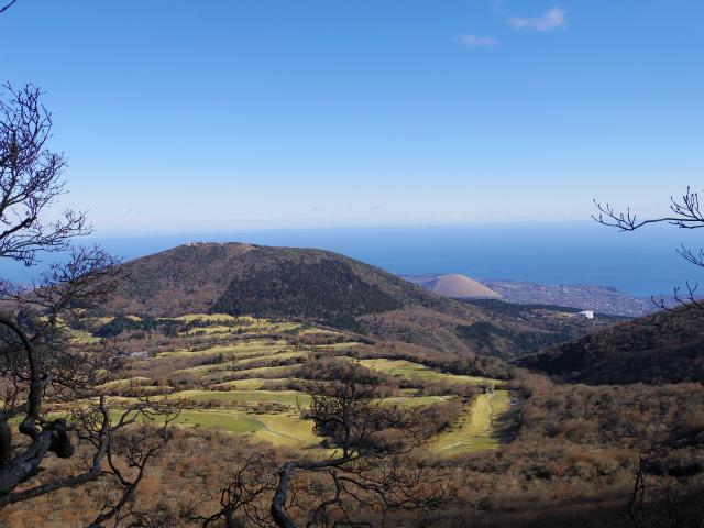 天城山(万二郎岳~万三郎岳周回)登山口コースガイド 馬の背からの天城高原【登山口ナビ】