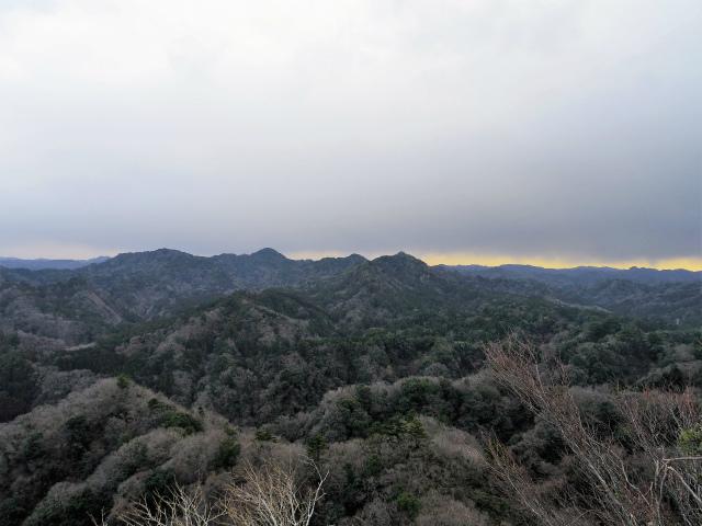高宕山(石射太郎コース)登山口コースガイド 石射太郎山頂からの高宕山・八良塚の展望【登山口ナビ】