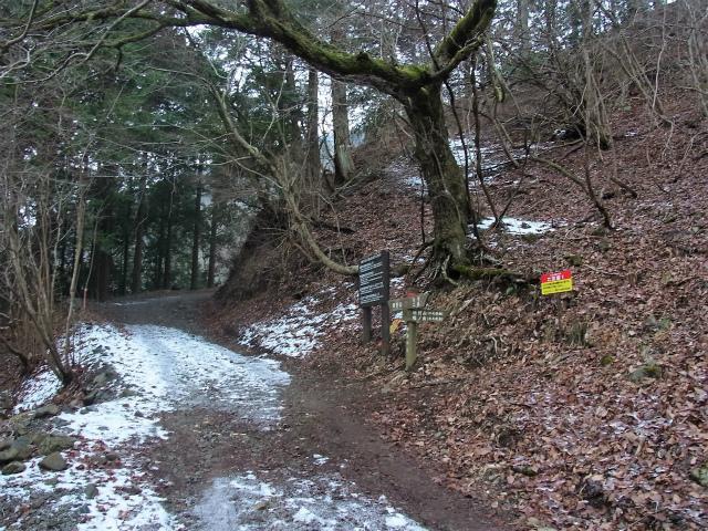 鍋割山(二俣~後沢乗越コース)コースガイド 西山林道 小丸尾根登山口【登山口ナビ】