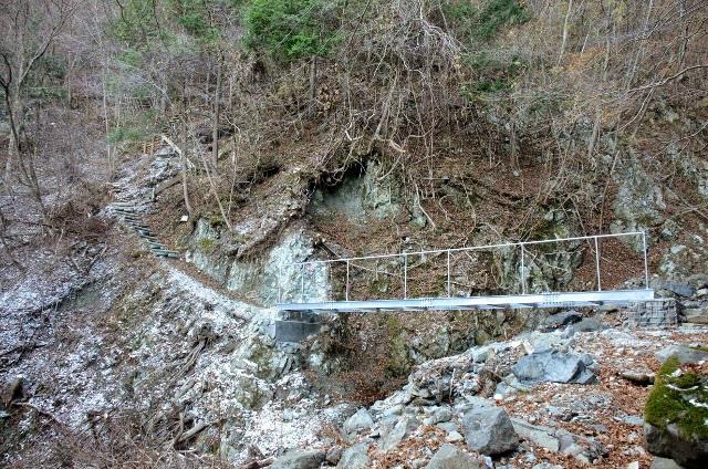 檜洞丸(日陰沢~犬越路コース) 登山口コースガイド 鉄橋【登山口ナビ】
