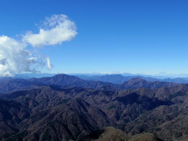 檜洞丸(日陰沢~犬越路コース) 登山口コースガイド 山頂西側から御正体山や南アルプスの眺望【登山口ナビ】