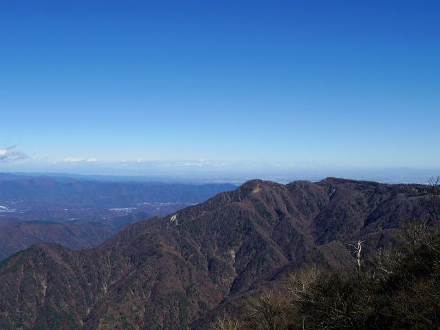 檜洞丸(日陰沢~犬越路コース) 登山口コースガイド 山頂西側から丹沢主脈の眺望【登山口ナビ】