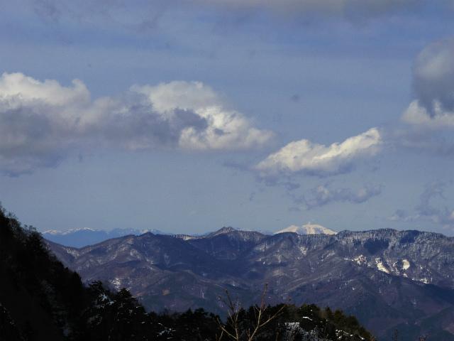 茅ヶ岳(深田記念公園~女岩コース) 登山口コースガイド 山頂直下から浅間山の展望【登山口ナビ】