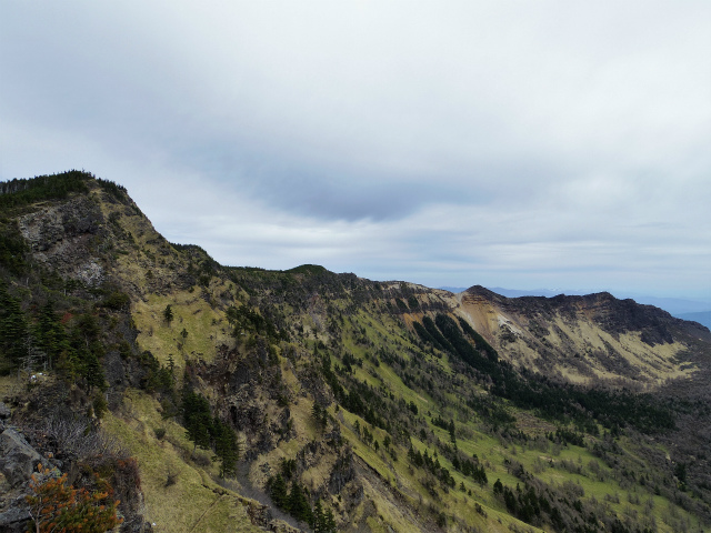 黒斑山(表コース・中コース) 登山口コースガイド トーミの頭山頂からの黒斑山~蛇骨岳~仙人岳の眺望【登山口ナビ】