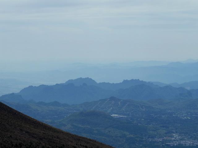 黒斑山(表コース・中コース) 登山口コースガイド 黒斑山山頂からの妙義山の眺望【登山口ナビ】