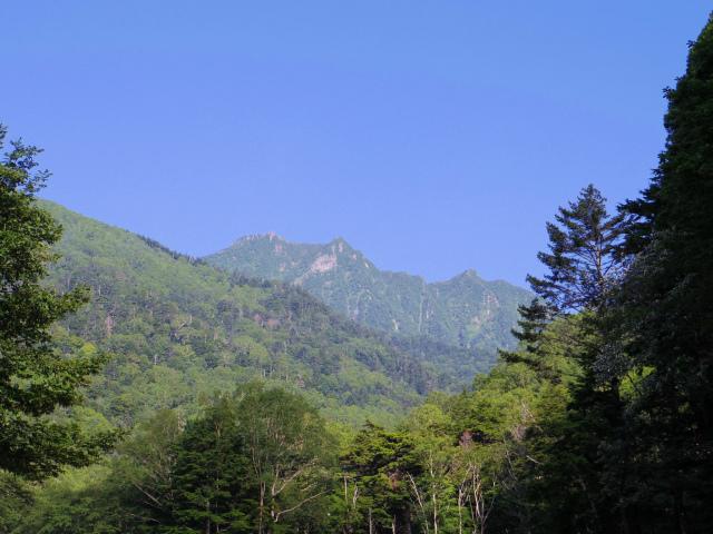 八ヶ岳・赤岳(天狗尾根) 登山口コースガイド 2番目の堰堤からの権現岳【登山口ナビ】