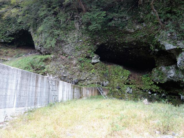 八ヶ岳・赤岳(天狗尾根) 登山口コースガイド 4番目の堰堤の階段【登山口ナビ】