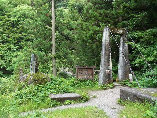 甲斐駒ヶ岳(黒戸尾根)登山口コースガイド 尾白川渓谷入口吊橋【登山口ナビ】