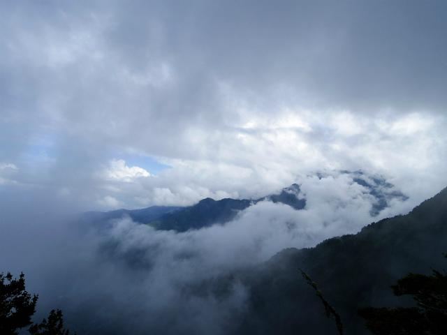 甲斐駒ヶ岳(黒戸尾根)登山口コースガイド 刃渡りからの鳳凰三山【登山口ナビ】