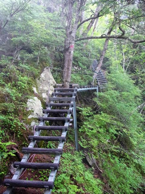 甲斐駒ヶ岳(黒戸尾根)登山口コースガイド 梯子の連続【登山口ナビ】