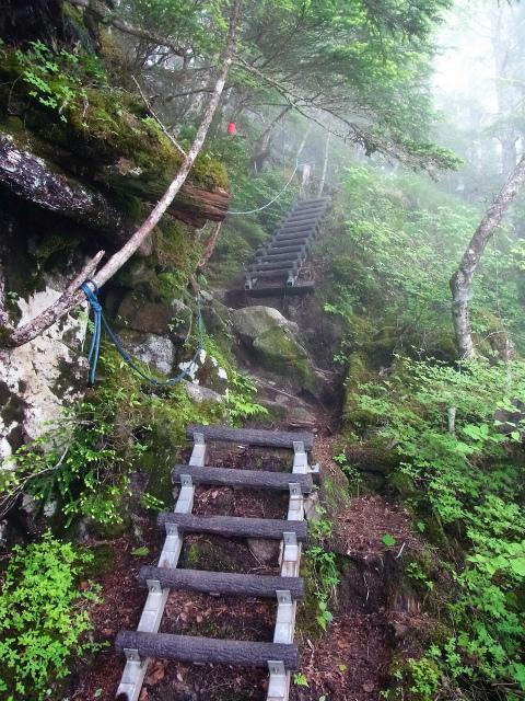 甲斐駒ヶ岳(黒戸尾根)登山口コースガイド 梯子とロープ【登山口ナビ】