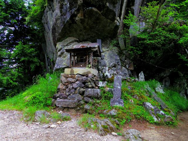 甲斐駒ヶ岳(黒戸尾根)登山口コースガイド 五合目の祠【登山口ナビ】