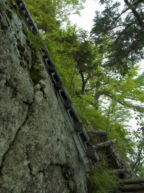 甲斐駒ヶ岳(黒戸尾根)登山口コースガイド 最大傾斜の梯子【登山口ナビ】