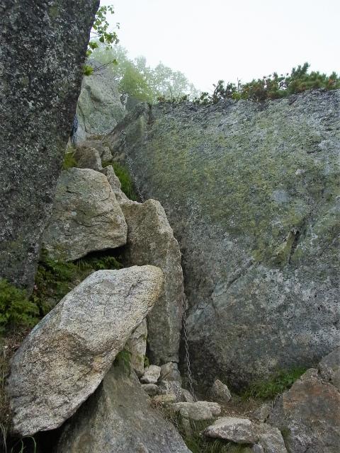 甲斐駒ヶ岳(黒戸尾根)登山口コースガイド 岩稜帯の鎖場【登山口ナビ】