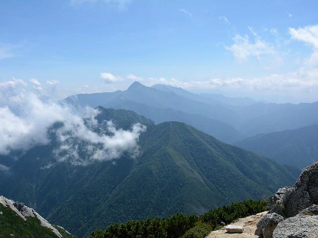 甲斐駒ヶ岳(黒戸尾根)登山口コースガイド 山頂からの北岳【登山口ナビ】