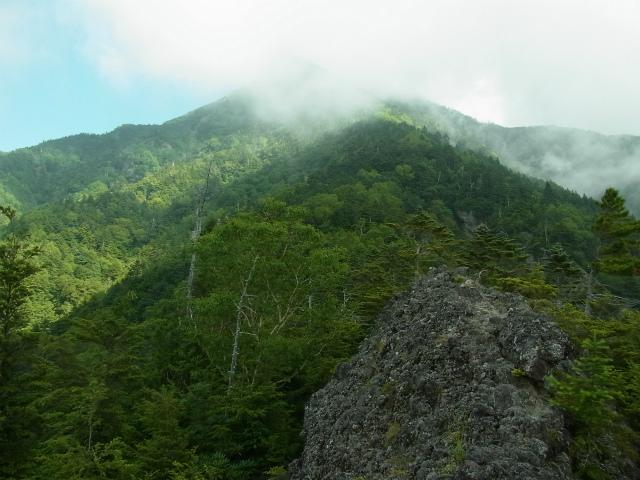 八ヶ岳・赤岳(天狗尾根) 登山口コースガイド 展望の良い露岩【登山口ナビ】