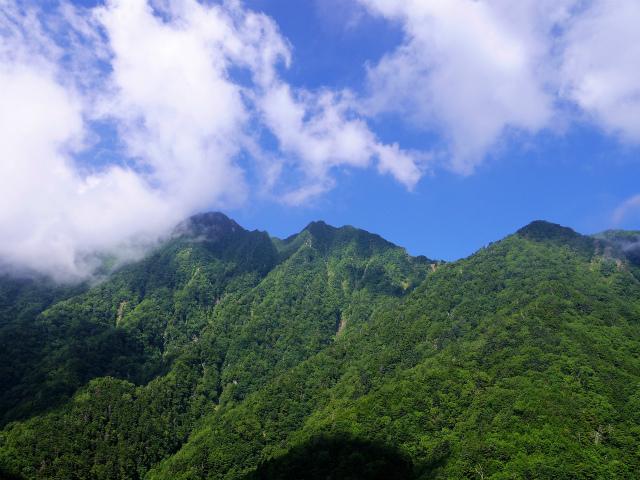 八ヶ岳・赤岳(天狗尾根) 登山口コースガイド 露岩からの権現岳・旭岳・ツルネの展望【登山口ナビ】