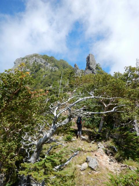 八ヶ岳・赤岳(天狗尾根) 登山口コースガイド カニのハサミ岩【登山口ナビ】