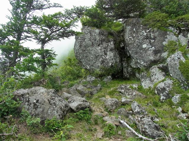 八ヶ岳・赤岳(天狗尾根) 登山口コースガイド カニのハサミ岩巻き道【登山口ナビ】