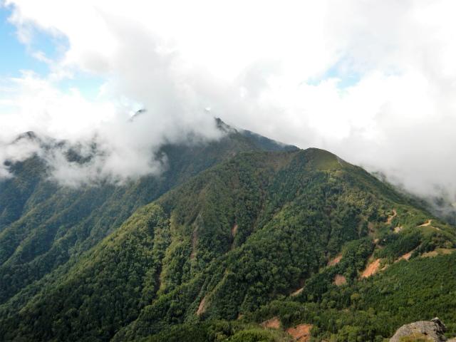 八ヶ岳・赤岳(天狗尾根) 登山口コースガイド P2峰からの権現岳の眺望【登山口ナビ】