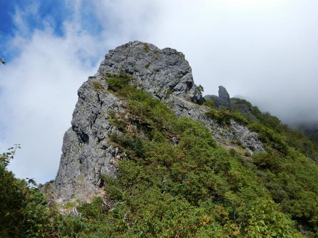 八ヶ岳・赤岳(天狗尾根) 登山口コースガイド 大天狗手前のピーク【登山口ナビ】