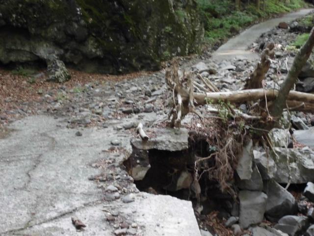【子持山】奥子持林道の崩落箇所【登山口ナビ】