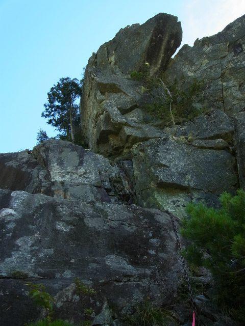 金峰山・五丈石(アコウ平~表参道)登山口コースガイド 岩壁直下【登山口ナビ】