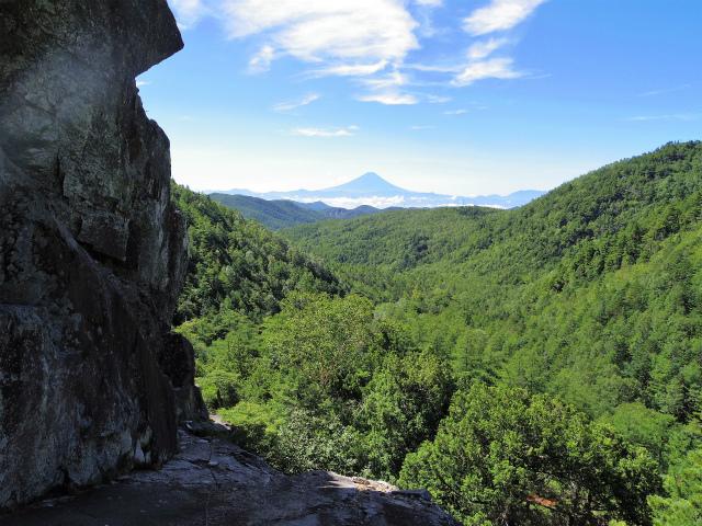 金峰山・五丈石(アコウ平~表参道)登山口コースガイド テラスからの富士山【登山口ナビ】