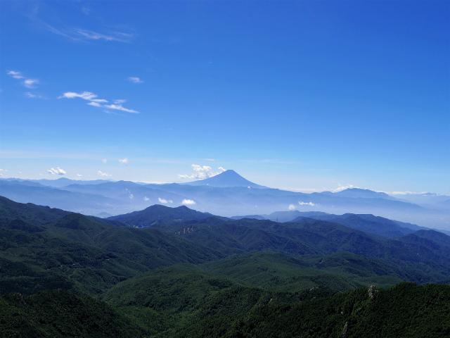 金峰山・五丈石(アコウ平~表参道)登山口コースガイド 山頂直下からの富士山の眺望【登山口ナビ】