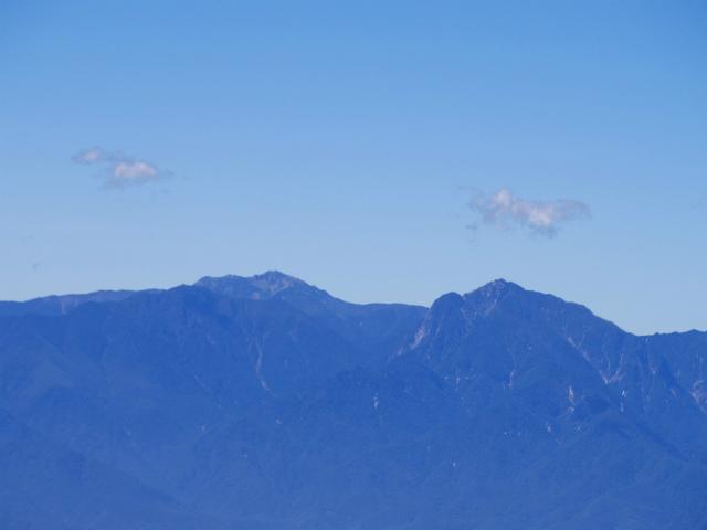 金峰山・五丈石(アコウ平~表参道)登山口コースガイド 山頂直下からの甲斐駒ヶ岳・仙丈ケ岳の眺望【登山口ナビ】