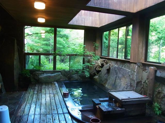 八ヶ岳名湯・唐沢鉱泉 浴室・湯舟の様子【登山口ナビ】