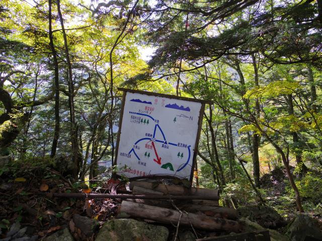 高谷山(夜叉神峠~桧尾峠周回)登山口コースガイド 桧尾峠案内板【登山口ナビ】