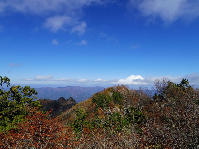 両神山(日向大谷・表参道ルート) 登山口コースガイド 両神山山頂から八丁尾根の眺望【登山口ナビ】