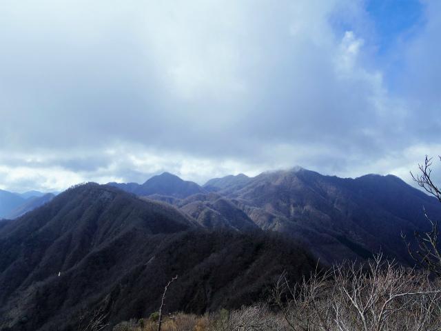 蛭ヶ岳(源蔵尾根~臼ヶ岳)登山口コースガイド 丹沢主稜の眺め【登山口ナビ】