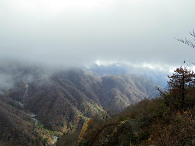 蛭ヶ岳(源蔵尾根~臼ヶ岳)登山口コースガイド 臼ヶ岳からの熊木沢の展望【登山口ナビ】