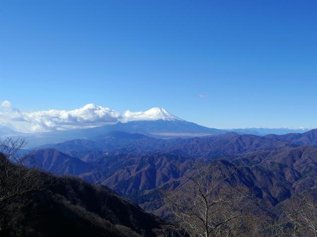 檜洞丸(板小屋沢~石棚山稜) 登山口コースガイド 崩壊地上部からの富士山【登山口ナビ】