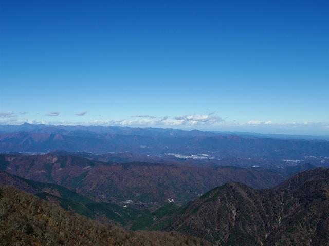 檜洞丸(板小屋沢~石棚山稜)登山口コースガイド 山頂からの奥多摩の山々【登山口ナビ】