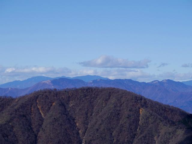 檜洞丸(板小屋沢~石棚山稜)登山口コースガイド 山頂からの金峰山・甲武信ヶ岳・雲取山の眺望【登山口ナビ】